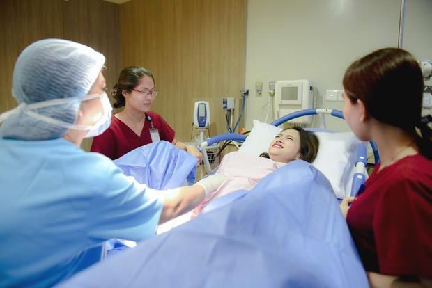 Clip: Xúc động với hình ảnh bụng bầu như thật của Hoa hậu Hương Giang - Ảnh 3.