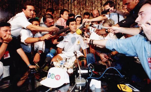 Bàn tay của nữ y tá đưa Cậu bé vàng Maradona xuống vực thẳm ở World Cup 1994 - Ảnh 3.