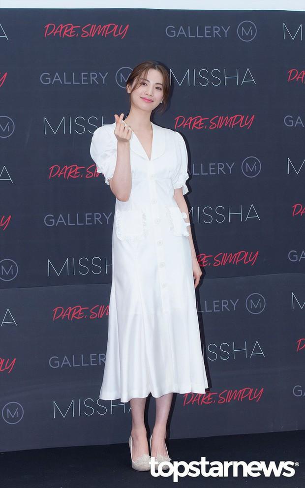 Diện đồ trắng rồi lại chọn giày cùng 1 hãng, chị đẹp Son Ye Jin và Nana thật khiến người ta không phân định được ai đẹp hơn - Ảnh 4.