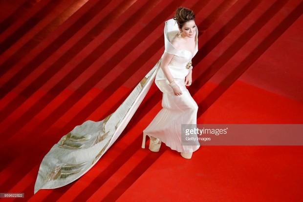 Sau 2 ngày vắng mặt, Lý Nhã Kỳ diện váy dài quét đất trở lại ấn tượng trên thảm đỏ Cannes - Ảnh 8.