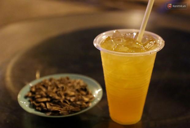 Những món ăn vặt du nhập từ Hà Nội khiến giới trẻ Sài Gòn thích mê - Ảnh 1.