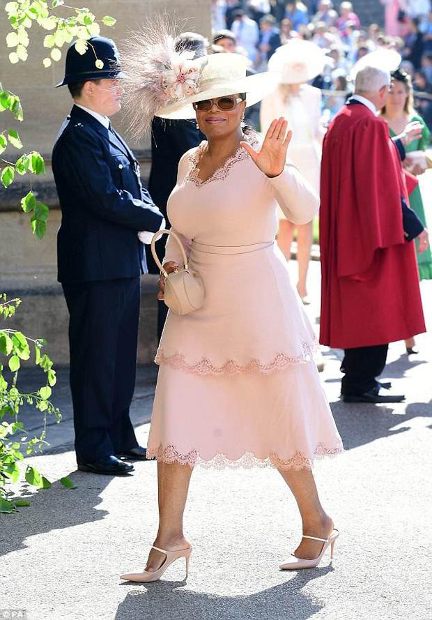 Loạt khoảnh khắc đẹp như mơ của vợ chồng Beckham và dàn sao Hollywood tại đám cưới Hoàng tử Harry - Ảnh 16.