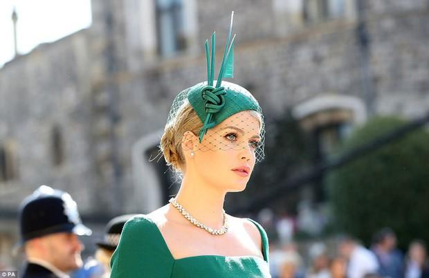 Khách mời hoàng thân đốn tim dân tình trong đám cưới Hoàng tử Harry hóa ra còn là nàng thơ của Dolce&Gabbana - Ảnh 1.