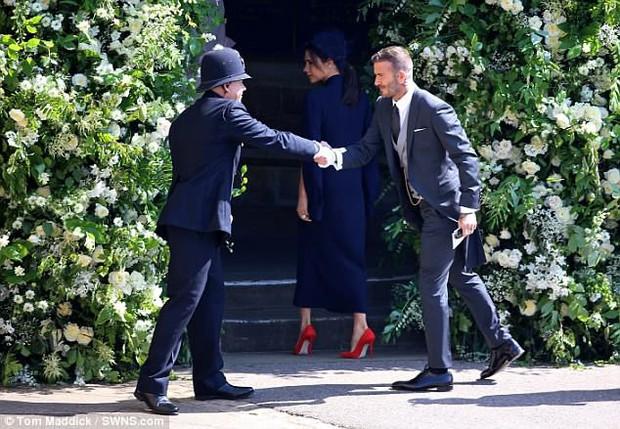 Loạt khoảnh khắc đẹp như mơ của vợ chồng Beckham và dàn sao Hollywood tại đám cưới Hoàng tử Harry - Ảnh 7.