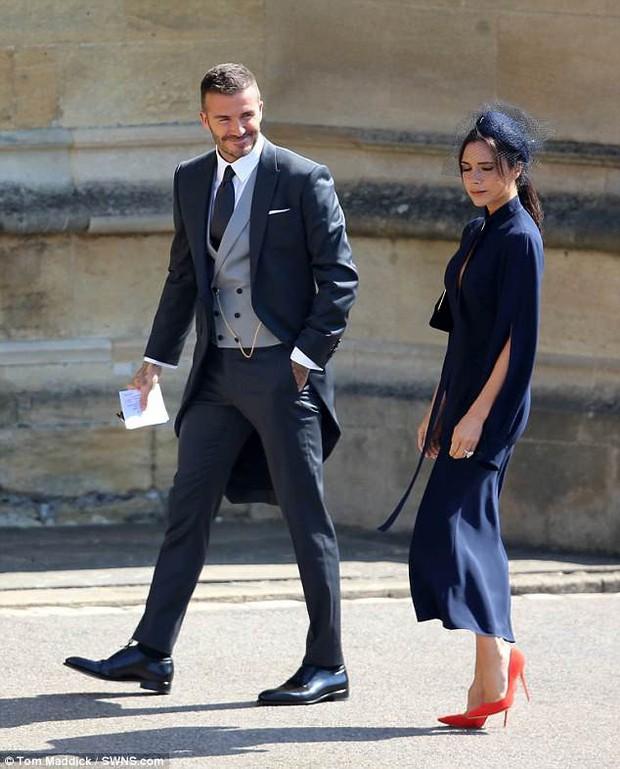 Loạt khoảnh khắc đẹp như mơ của vợ chồng Beckham và dàn sao Hollywood tại đám cưới Hoàng tử Harry - Ảnh 4.