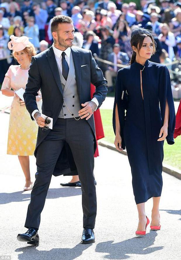 Loạt khoảnh khắc đẹp như mơ của vợ chồng Beckham và dàn sao Hollywood tại đám cưới Hoàng tử Harry - Ảnh 5.