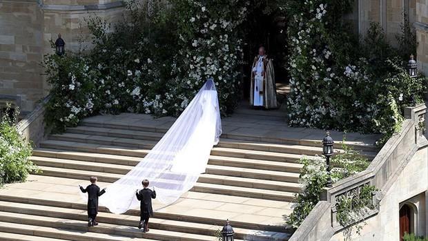 Rần rần trước loạt chi tiết trùng khớp giữa đám cưới Hoàng Gia Anh và hôn lễ thế kỷ của Song Song - Ảnh 10.