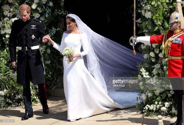 Rần rần trước loạt chi tiết trùng khớp giữa đám cưới Hoàng Gia Anh và hôn lễ thế kỷ của Song Song - Ảnh 3.