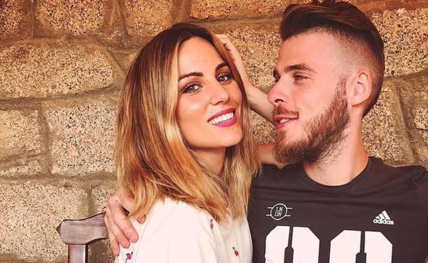 Siêu đội hình kết hợp vợ, bạn gái cầu thủ Chelsea - Man Utd - Ảnh 1.