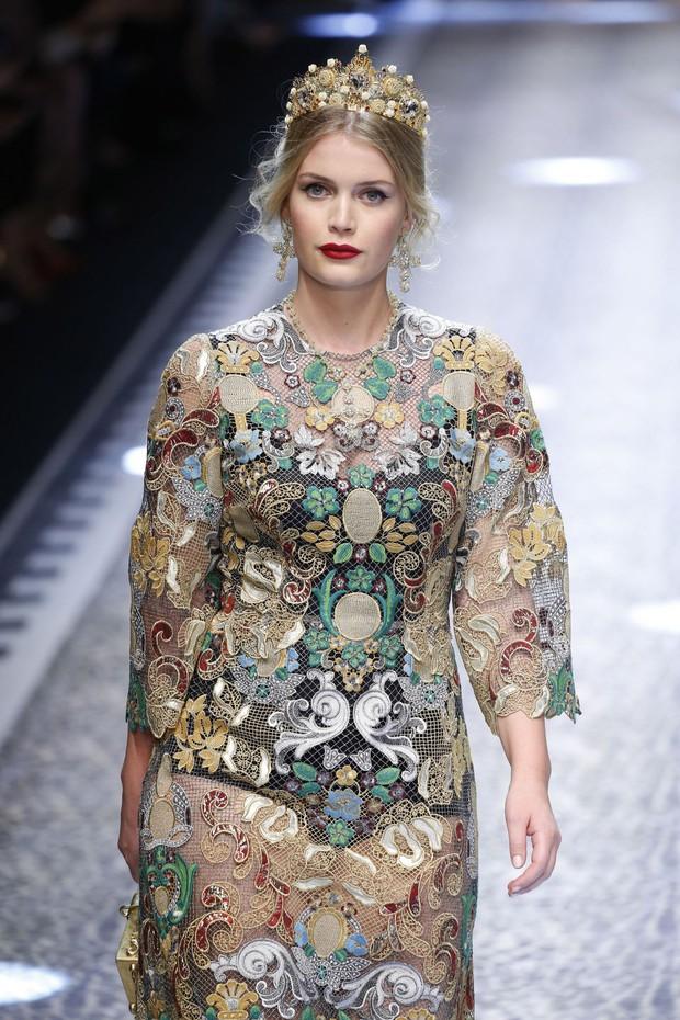 Khách mời hoàng thân đốn tim dân tình trong đám cưới Hoàng tử Harry hóa ra còn là nàng thơ của Dolce&Gabbana - Ảnh 6.