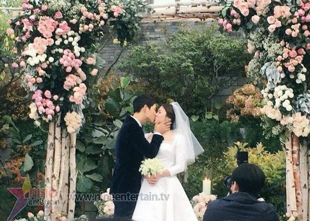 Rần rần trước loạt chi tiết trùng khớp giữa đám cưới Hoàng Gia Anh và hôn lễ thế kỷ của Song Song - Ảnh 20.