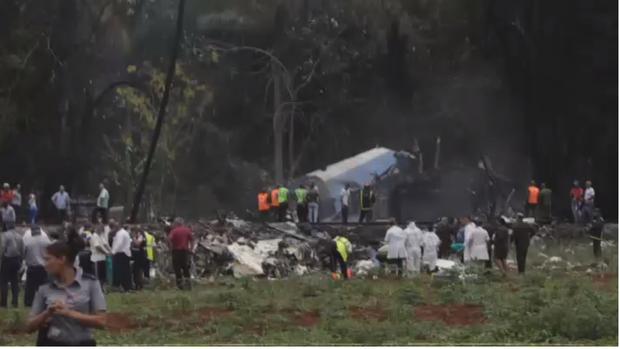 Ảnh: Hiện trường vụ rơi máy bay chở hơn 100 người ở Cuba - Ảnh 1.
