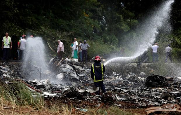 Ảnh: Hiện trường vụ rơi máy bay chở hơn 100 người ở Cuba - Ảnh 2.