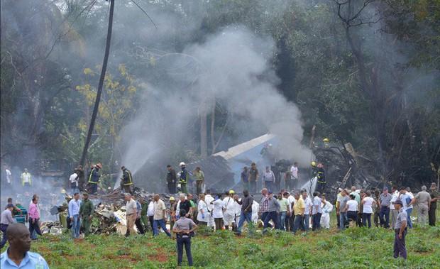 Vụ rơi máy bay Cuba: Xác máy bay vương vãi, hành khách thiệt mạng gần hết - Ảnh 1.