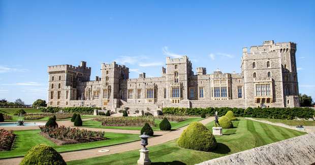 7 con số ấn tượng về đám cưới Hoàng gia Anh: Từ 3 viên kim cương trên nhẫn đính hôn cho tới chiếc váy cưới tiền tỷ - Ảnh 3.
