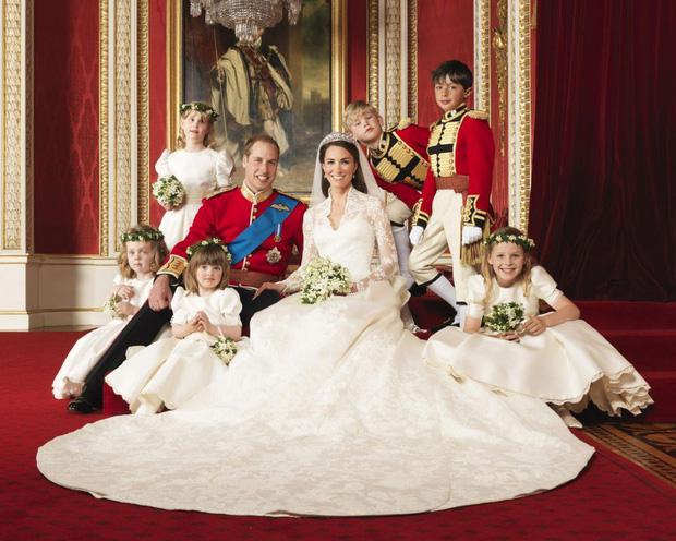 7 con số ấn tượng về đám cưới Hoàng gia Anh: Từ 3 viên kim cương trên nhẫn đính hôn cho tới chiếc váy cưới tiền tỷ - Ảnh 7.