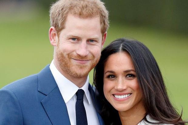 Kết hôn với Meghan Markle, Hoàng tử Harry phá vỡ truyền thống đeo nhẫn cưới của Hoàng gia Anh - Ảnh 1.