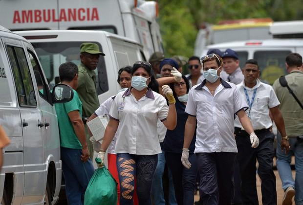 Vụ rơi máy bay Cuba: Xác máy bay vương vãi, hành khách thiệt mạng gần hết - Ảnh 4.