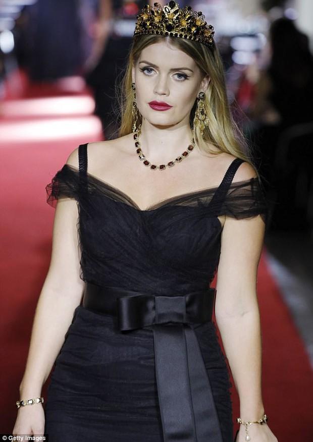 Khách mời hoàng thân đốn tim dân tình trong đám cưới Hoàng tử Harry hóa ra còn là nàng thơ của Dolce&Gabbana - Ảnh 7.