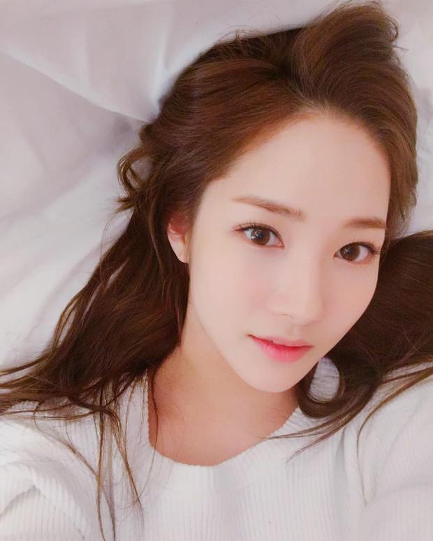 Clip phỏng vấn con gái Hàn Quốc về việc dao kéo: phẫu thuật tạo mắt 2 mí phổ biến đến mức người ta không coi đây là PTTM nữa - Ảnh 1.