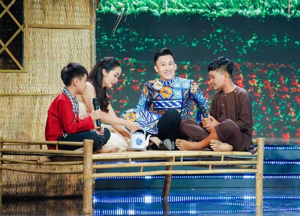 Huỳnh Lập tái hiện trích đoạn Tấm Cám, tát Nguyên Khang lăn quay trên sân khấu - Ảnh 7.