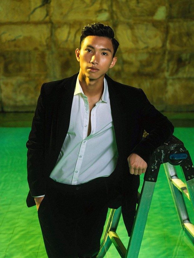 Quang Hải, Đức Chinh đầy nam tính khi diện suit, nhưng đến Đoàn Văn Hậu mới là tuyệt phẩm - Ảnh 5.