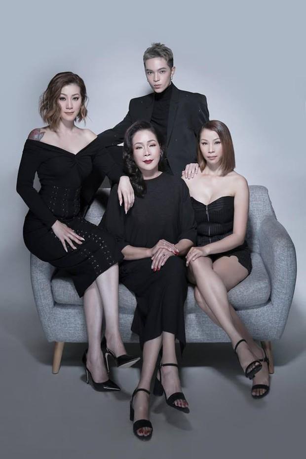 Kelbin Lei khoe ảnh gia đình, cư dân mạng nhìn vào cứ tưởng là poster phim TVB - Ảnh 2.