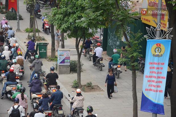 Ảnh và clip: Đường phố Hà Nội, Sài Gòn tắc nghẽn kinh hoàng trong ngày đầu người dân đi làm sau kỳ nghỉ lễ - Ảnh 6.