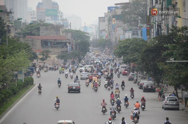 Ảnh và clip: Đường phố Hà Nội, Sài Gòn tắc nghẽn kinh hoàng trong ngày đầu người dân đi làm sau kỳ nghỉ lễ - Ảnh 7.