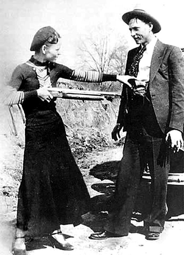 Bonnie và Clyde: Khao khát nổi tiếng nhưng trở thành cặp sát thủ khiến nước Mỹ khiếp sợ, chết đi mới hoàn thành tâm nguyện, được hàng ngàn người đưa tang - Ảnh 7.