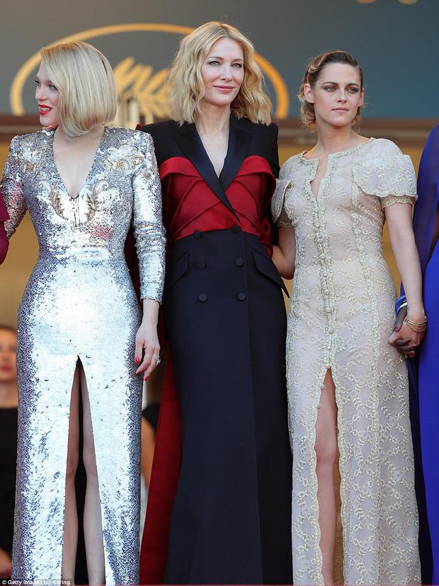 Thảm đỏ bế mạc LHP Cannes: Kristen lộ quầng thâm kém sắc, người đẹp Pháp khoe vòng 1 chiếm hết sự chú ý - Ảnh 7.