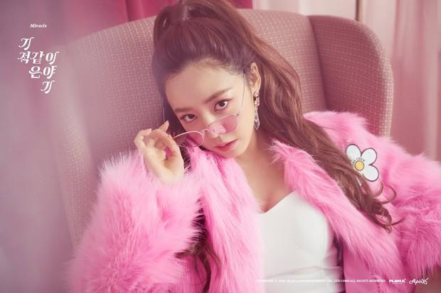Tranh cãi việc nữ thần bị ném đá nhiều nhất và thảm họa thẩm mỹ mới của Kpop tranh nhau hạng 1 top idol hot - Ảnh 2.