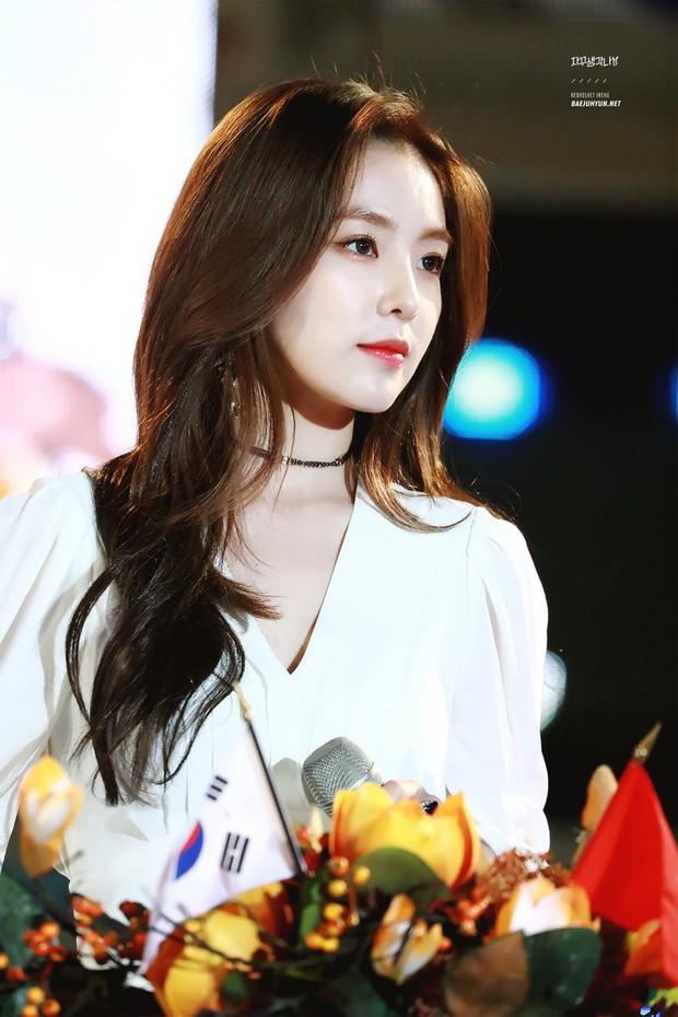 Tranh cãi việc nữ thần bị ném đá nhiều nhất và thảm họa thẩm mỹ mới của Kpop tranh nhau hạng 1 top idol hot - Ảnh 9.