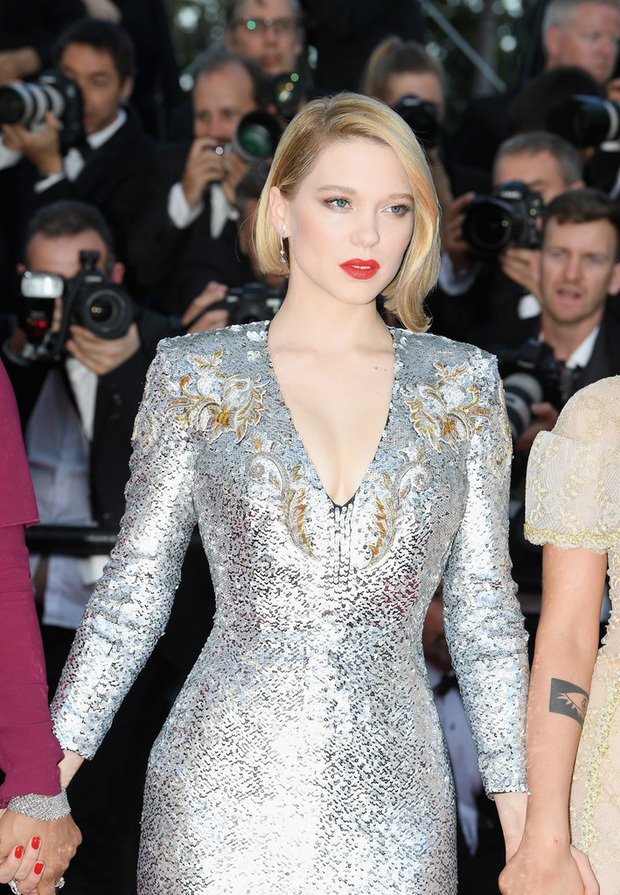 Thảm đỏ bế mạc LHP Cannes: Kristen lộ quầng thâm kém sắc, người đẹp Pháp khoe vòng 1 chiếm hết sự chú ý - Ảnh 4.