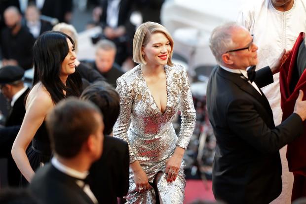 Thảm đỏ bế mạc LHP Cannes: Kristen lộ quầng thâm kém sắc, người đẹp Pháp khoe vòng 1 chiếm hết sự chú ý - Ảnh 3.