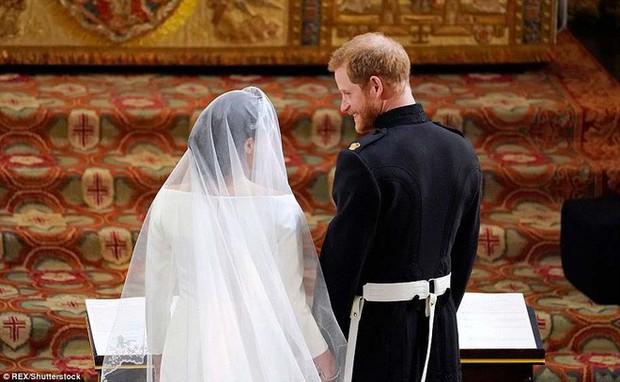 """Cố gắng giữ bình tĩnh hết mức nhưng Hoàng tử Harry vẫn bị """"bóc phốt đang run lẩy bẩy vì những hành động vô thức này - Ảnh 13."""