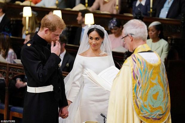 """Cố gắng giữ bình tĩnh hết mức nhưng Hoàng tử Harry vẫn bị """"bóc phốt đang run lẩy bẩy vì những hành động vô thức này - Ảnh 14."""