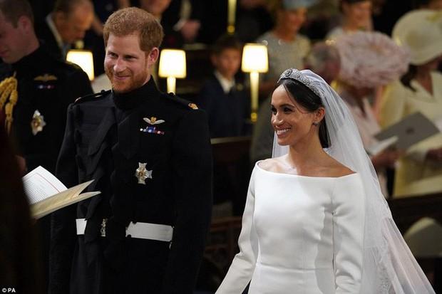 """Cố gắng giữ bình tĩnh hết mức nhưng Hoàng tử Harry vẫn bị """"bóc phốt đang run lẩy bẩy vì những hành động vô thức này - Ảnh 5."""