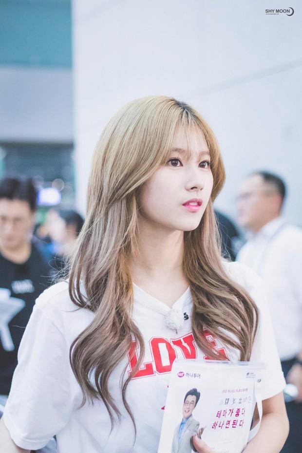 Tranh cãi việc nữ thần bị ném đá nhiều nhất và thảm họa thẩm mỹ mới của Kpop tranh nhau hạng 1 top idol hot - Ảnh 8.