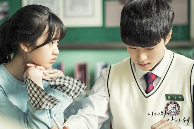 Đến Ôm Em: Phim bi hấp dẫn chỉ xem 20 phút là hiểu vì sao Suzy - Nam Joo Hyuk từ chối - Ảnh 2.