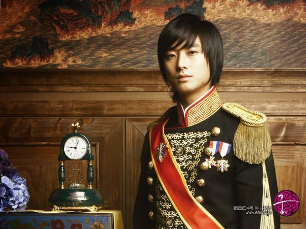 Nếu hỏi diễn viên Hàn nào vực dậy khỏi scandal ngoạn mục nhất, thì đó chính là Thái tử Shin! - Ảnh 1.