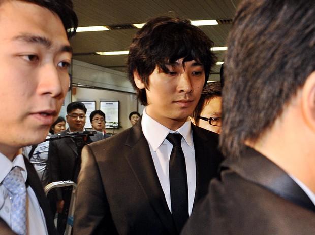 Đường trở lại của 7 tài tử Hàn dính scandal động trời: Người mất gần 5-10 năm, kẻ bị cấm sóng vĩnh viễn - Ảnh 1.