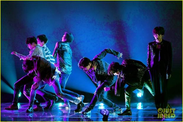 Chùm ảnh: Những khoảnh khắc đẹp ná thở từ sân khấu comeback lịch sử của BTS tại Billboard Music Awards 2018 - Ảnh 19.