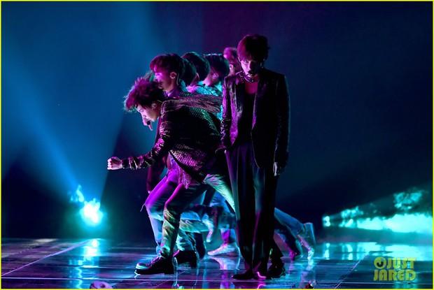 Chùm ảnh: Những khoảnh khắc đẹp ná thở từ sân khấu comeback lịch sử của BTS tại Billboard Music Awards 2018 - Ảnh 16.