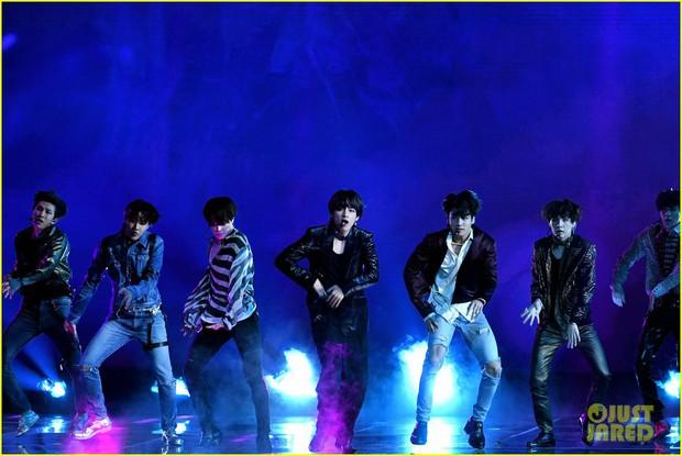 Chùm ảnh: Những khoảnh khắc đẹp ná thở từ sân khấu comeback lịch sử của BTS tại Billboard Music Awards 2018 - Ảnh 15.