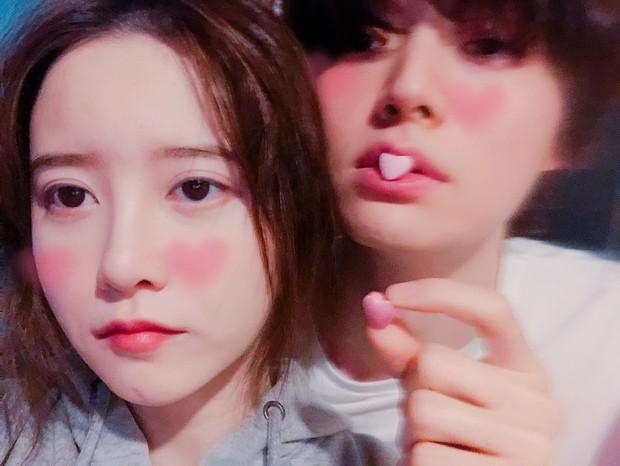 Rần rần khi Song Hye Kyo khoe ảnh hoa ông xã tặng, cùng vợ chồng nàng cỏ đăng ảnh kỷ niệm một ngày đặc biệt - Ảnh 4.