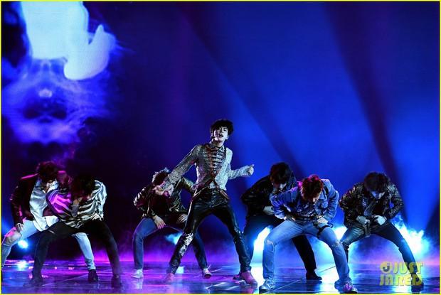 Chùm ảnh: Những khoảnh khắc đẹp ná thở từ sân khấu comeback lịch sử của BTS tại Billboard Music Awards 2018 - Ảnh 11.