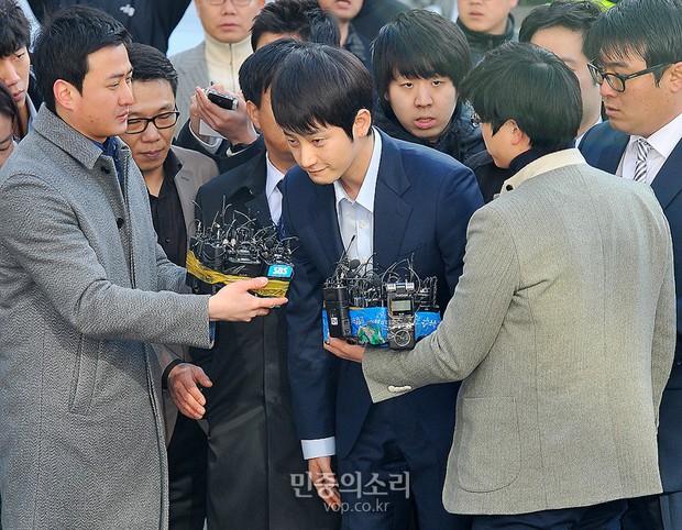 Đường trở lại của 7 tài tử Hàn dính scandal động trời: Người mất gần 5-10 năm, kẻ bị cấm sóng vĩnh viễn - Ảnh 3.