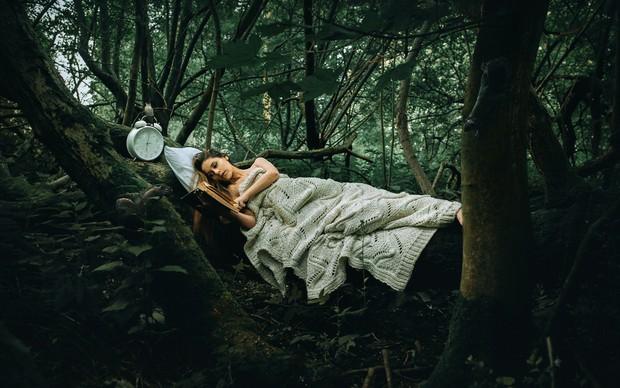 Ngủ nhiều giờ đồng hồ mà vẫn cảm thấy kiệt sức, bạn có thể gặp phải một loạt vấn đề sức khỏe sau - Ảnh 3.