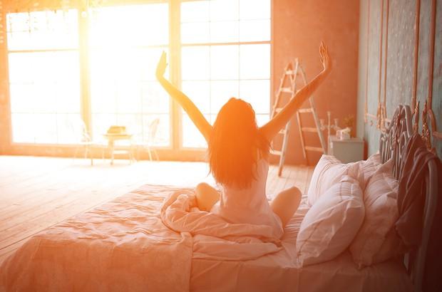 Ngủ nhiều giờ đồng hồ mà vẫn cảm thấy kiệt sức, bạn có thể gặp phải một loạt vấn đề sức khỏe sau - Ảnh 1.